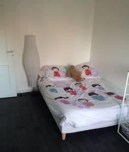 Chambre avec salle de bain privé - Brives-Charensac - Casa