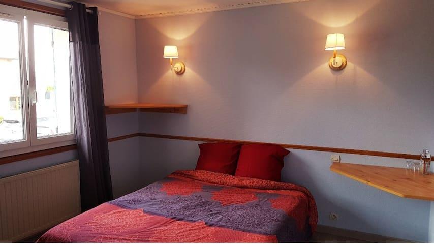 Chambre COSY + Vrai Petit Dèj + Piscine + Jardin !