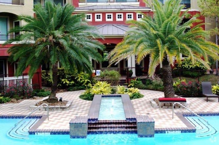 Midtown/River Oaks APT: Pool Gym & FREE Parking!