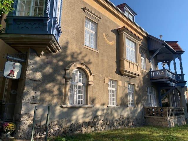 Villa Pazelt, neben Puppenmuseum im Zentrum.