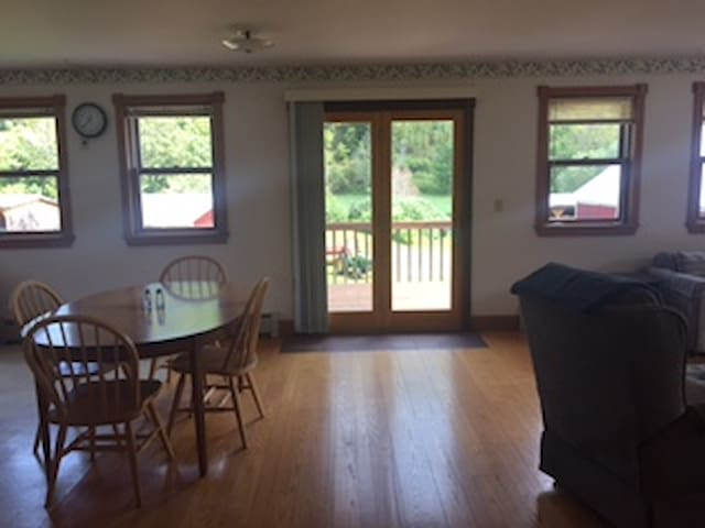 Beautiful 2-Bedroom Apartment in Chelsea, VT