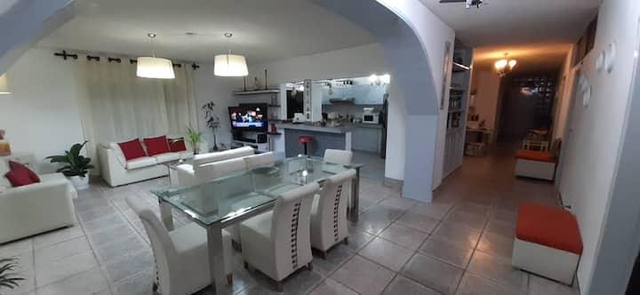 Hermosa casa de playa en Punta Hermosa 14 personas