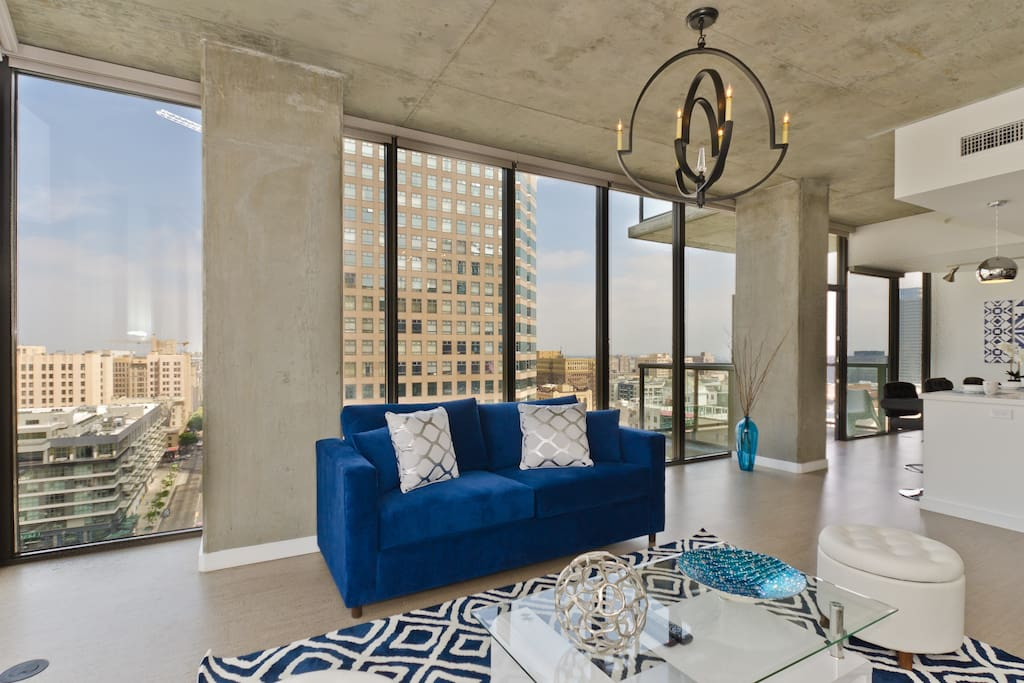 Urban downtown la all windows penthouse 6 beds for Penthouse apartment los angeles