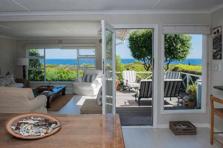 Beach House In a Pristine Bay - Sandbaai