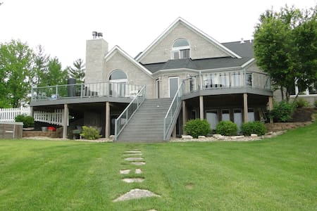 Luxury Lakeview home 30 mins from the Arch - Edwardsville - Haus
