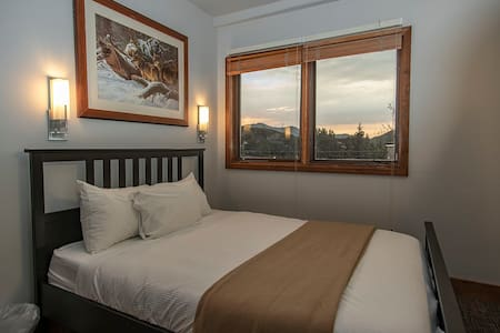 Park City Hostel-Sunset Deluxe Queen Rooms