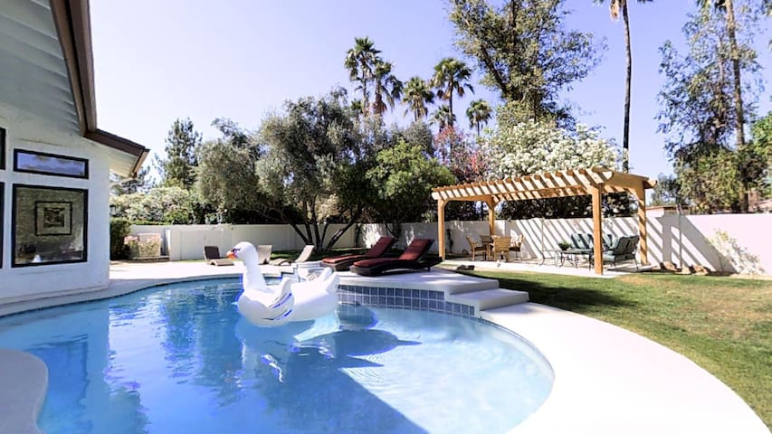 NEW YEARS 20% OFF! RESORT QUALITY 5 BEDROOM- NEW!