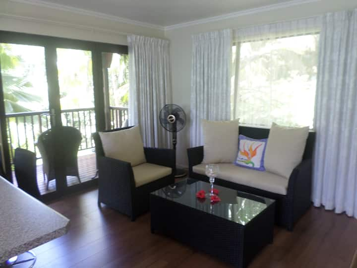 Hillside Retreat-Hibiscus Villa
