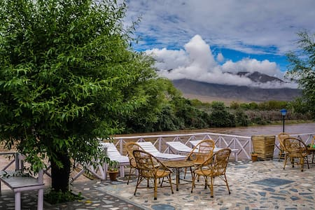 River and Indus View Suite Rooms Near Airport