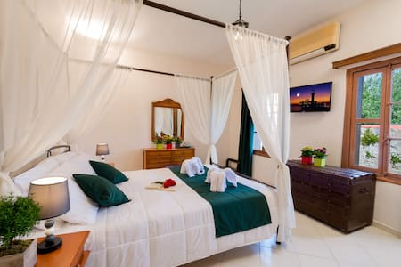 Emerald Dream House#Helios, Rhodes Old Town