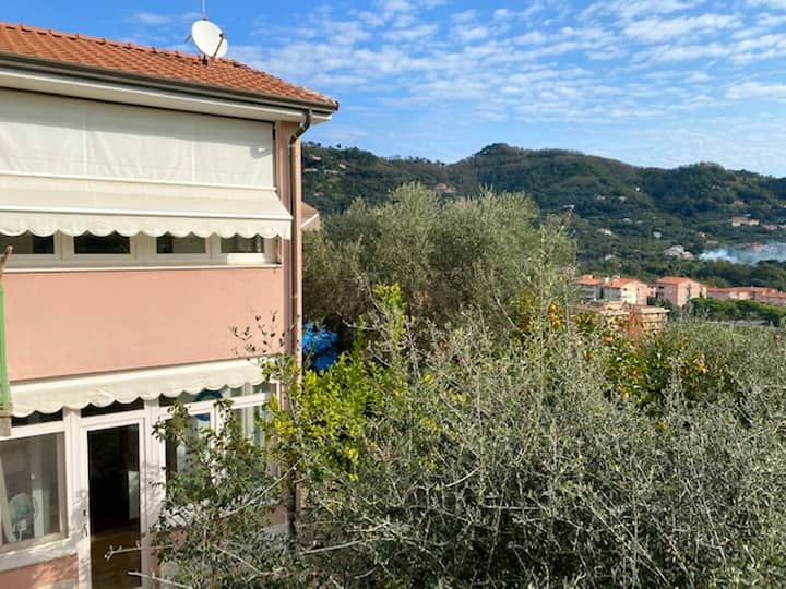 House with 2 bedrooms in Lerici, with wonderful sea view, enclosed garden and WiFi - 500 m from the beach