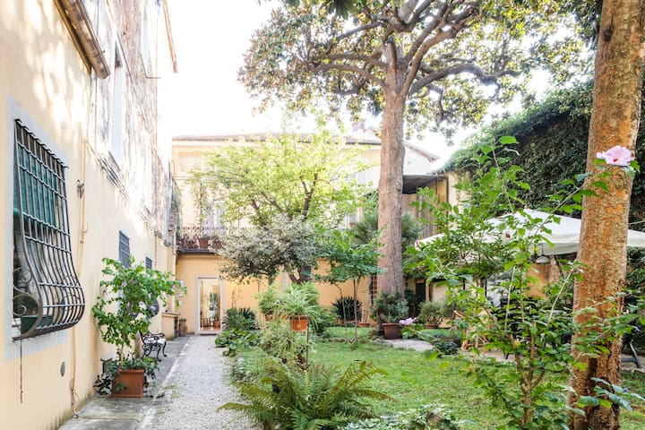 Armony House and Garden Double Room Garden inside - Lucca - Departamento