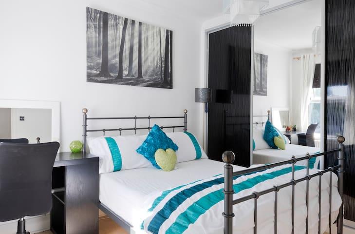 Beautiful Double bedroom - Slough