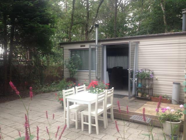 Stacaravan 4-5 pers met riante tuin aan bosrand