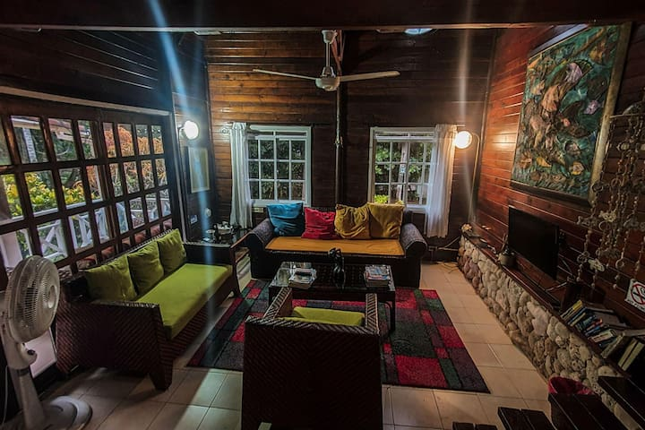 Private room in ecotourism accommodation with swimming pool!