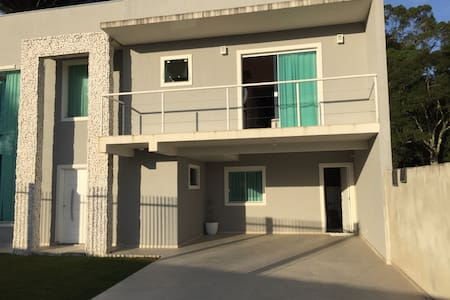 Casa pra família,bairro italiano Santa felicidade - กูรีตีบา - บ้าน