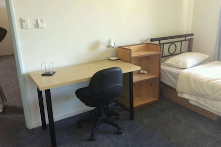 CLEAN ROOM + ENSUITE + COOKING - Winthrop - House