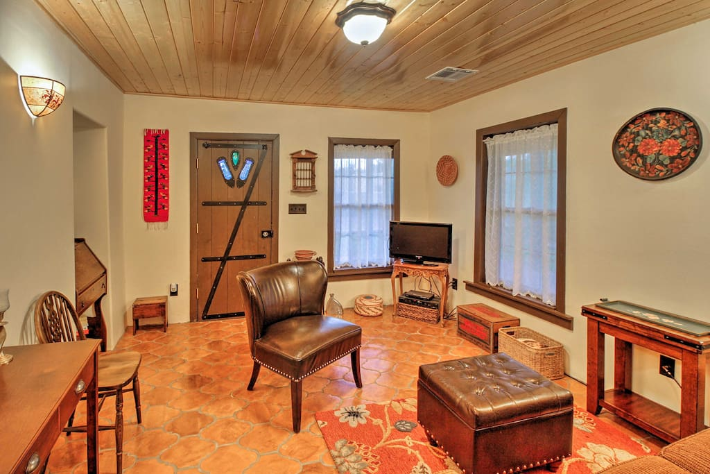 This cozy casita offers 1-bedroom, 1-bathroom and accomodations for 2.