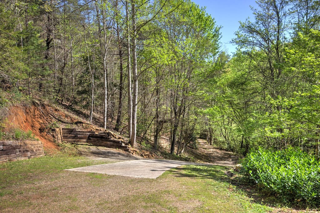 Nestled on 2 acres of land, this secluded home in the Smoky Mountains is perfect for celebrating anniversaries or special occasions with your loved one.