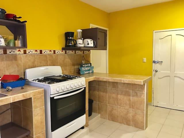 Large 1 Bedroom Mid Island Sleeps 2 - Isla Mujeres - Apartment
