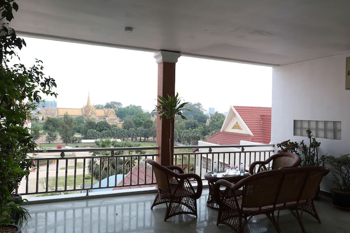 Top Floor View and Great Location, RS Guesthouse - Phnom Penh - Appartement