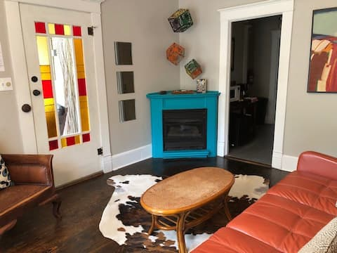 Clean, Eclectic, Private stay in Historic Loop
