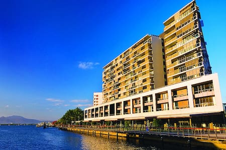 Luxury waterfront hotel studio unit at the Marina - Cairns City
