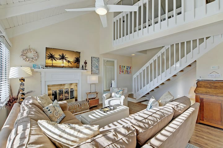 Updated Seabrook Villa -- Near Beach & Pool!
