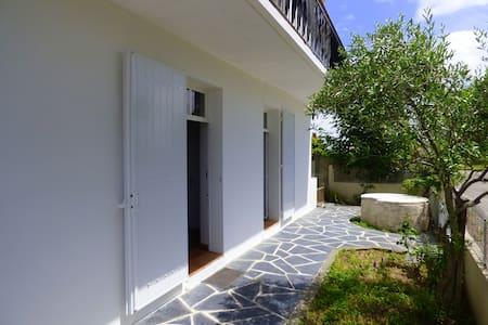 Logement deux pièces terrasse proche océan - Saint-Hilaire-de-Riez - House