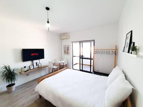 Cozy White Studio near New Bazaar / City Center