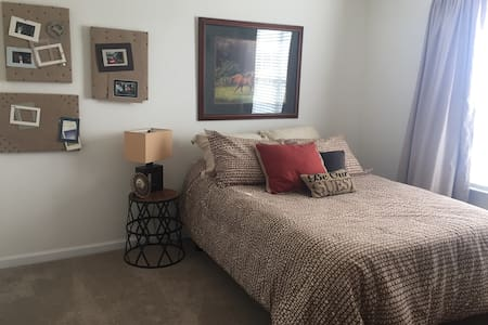 Brand New Comfortable Secluded Private Room - Indianapolis - Huis