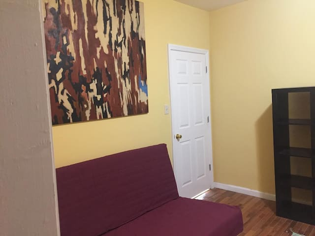 Best Private Budget Room In Newark - Newark - Apartment