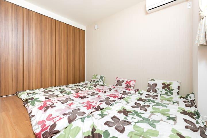 【Bed room 4】 1st floor futon style bed room. this room is only open more than 7 people.