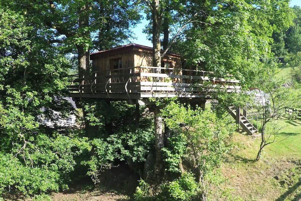 nuit insolite dans une cabane dans les arbres treehouses for rent in ferdrupt lorraine france. Black Bedroom Furniture Sets. Home Design Ideas