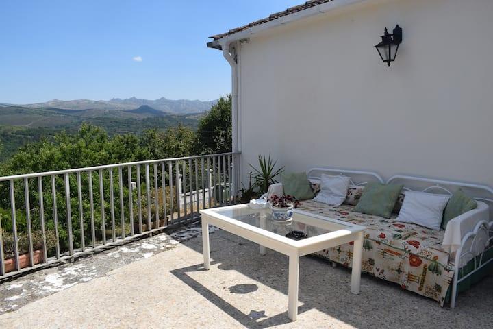 #Casa MiraXurés con vistas a la Sierra del Xurés