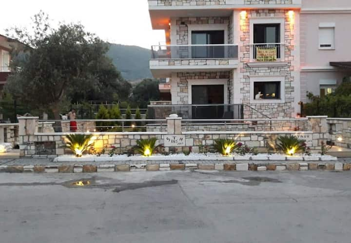 Yenifoça Lüks Taş Villa