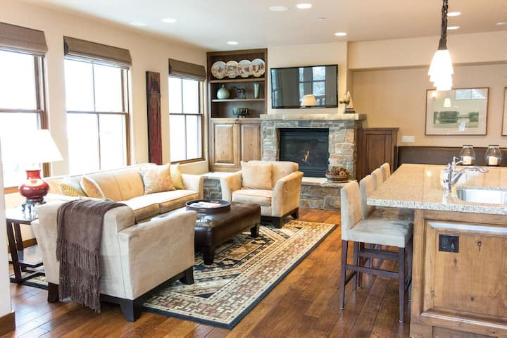 Ski View Townhome in Ketchum with wifi and media room, close to shopping and dining