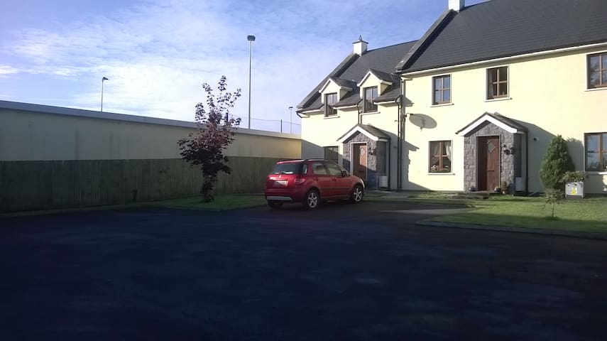 Single room - Portumna - Wikt i opierunek
