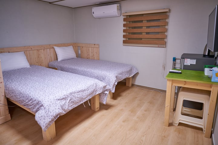 3mins from Seoul Station (Triple Room)