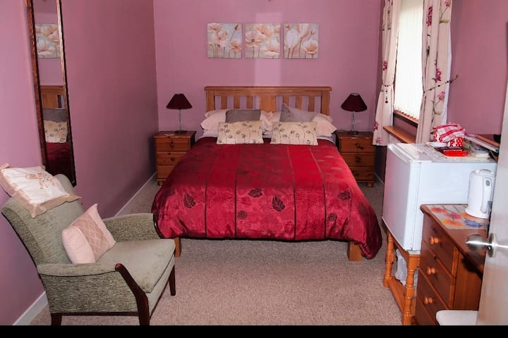 CREAGAN GUESTHOUSE DOUBLE ROOM EN-SUITE IN POOLEWE
