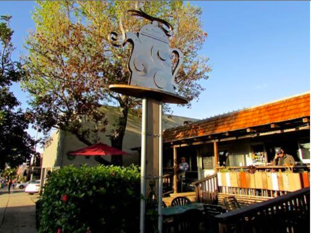 Pannikin Cafe & Tea and Roasters is nearby for a delicious brew & breakfast.