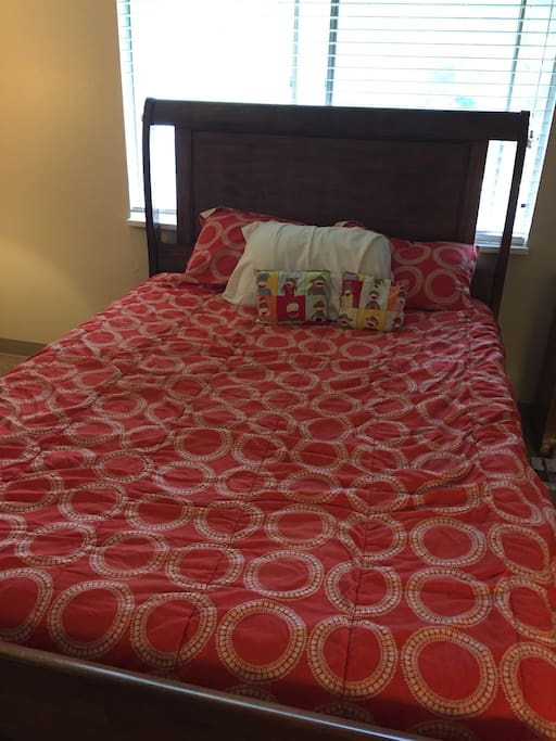 1 bedroom - queen sized bed for guest use
