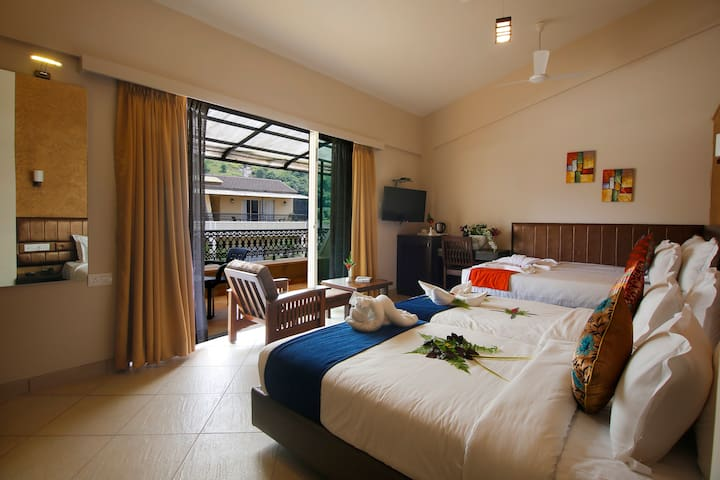 Super Deluxe room for 2 w balcony by lonavala lake