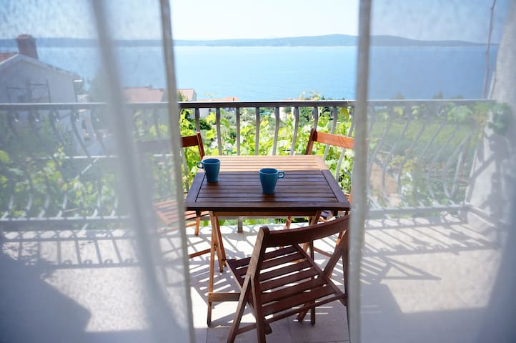True holiday- sea view apartment A2