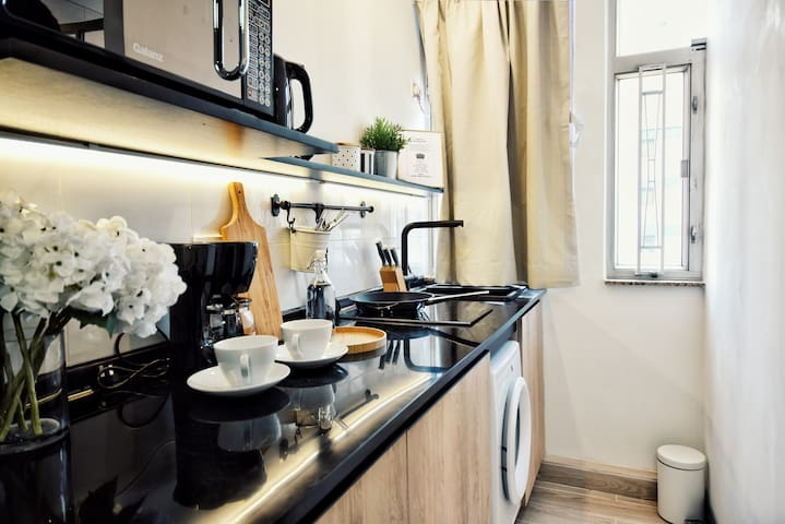 Modern House!! 10 seconds walk to MTR Mong Kok#Y01