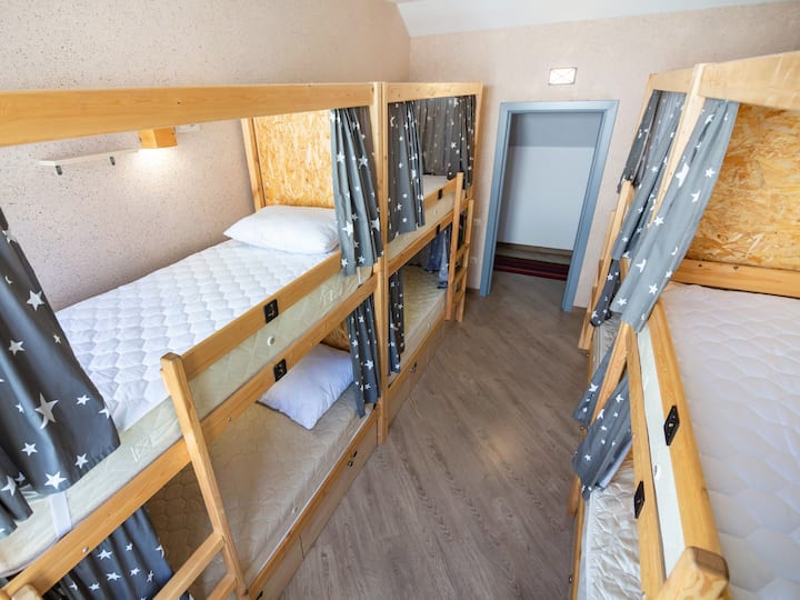 Мужская восьместная комната в хостеле Чердак