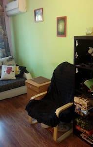 Сдается комната в трёх комнатной квартире на ЧМ, от хозяина.