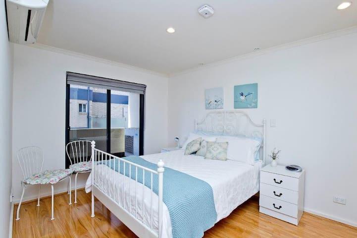 Main Bedroom, double bed with own en suite