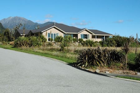 Travels Rest - Franz Josef Glacier - Rumah