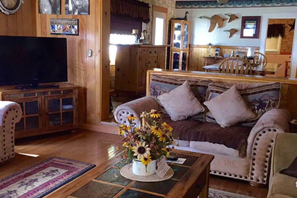 Living room in lodge 1.